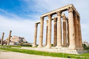 ruines de l'ancien temple de zeus olympien à athènes, grèce photo