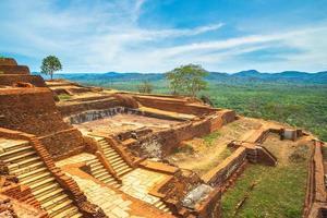 paysage depuis le sommet du rocher du lion de sigiriya, sri lanka photo