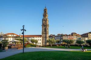 La tour des clercs est un clocher de l'église des clercs à Porto, Portugal photo