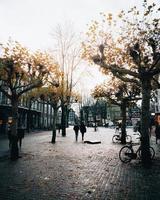 Amsterdam, Pays-Bas 2018- personnes marchant dans la rue à Amsterdam photo