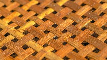panier en bambou fait main texture background tissé à partir d'un plateau en bambou photo