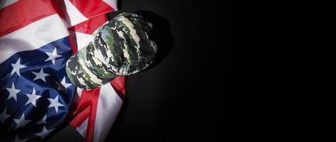 chapeau ou sac militaire portant le drapeau américain. photo