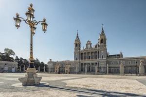 Cathédrale de l'almudena à madrid, espagne photo