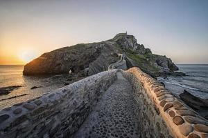 san juan de gaztelugatxe au pays basque photo