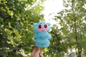 l'hippopotame rose est fait par l'art des enfants de la fête des ballons photo