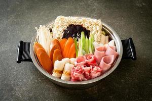 sukiyaki ou shabu hot pot à la coréenne photo
