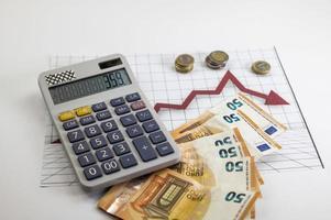 pièces et billets en euros avec calculatrice et statistiques photo