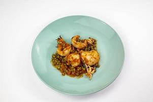 deuxième plat avec seiche et petits pois photo