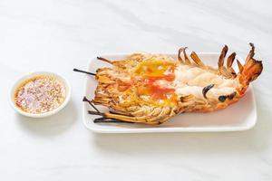 crevettes géantes fraîches grillées photo