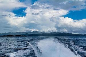 vue sur les îles depuis un bateau charter. baie des îles, nouvelle-zélande photo