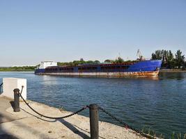 le vieux pétrolier sur la rivière Don. Russie photo