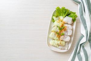 kow griep pag mor - colis de riz cuit à la vapeur au porc photo