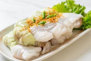 kow griep pag mor ou morceaux de riz cuit à la vapeur au porc photo