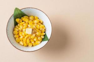 maïs beurré sucré dans un bol photo