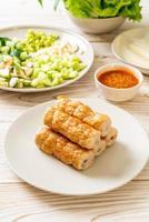 boulette de viande de porc vietnamienne avec enveloppements de légumes ou nam-neaung ou nham due photo