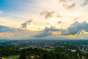 Hat yai city avec ciel crépusculaire à songkhla en thaïlande photo