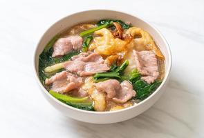 nouilles au porc en sauce photo