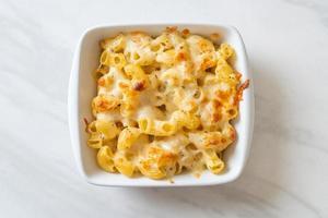 Macaroni au fromage américain, pâtes de macaronis à la sauce au fromage photo