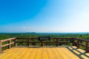 Point de vue de pha chor dans le parc national de mae wang, chiang mai, thaïlande photo