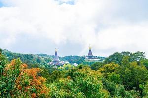 pagode historique dans le parc national de doi inthanon à chiang mai, thaïlande. photo