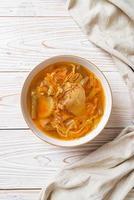 soupe aigre-douce aux légumes mélangés photo