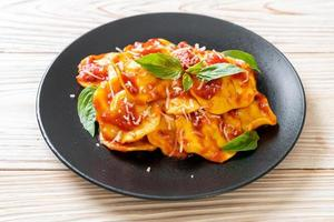 raviolis à la sauce tomate et basilic photo