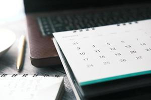 mois de janvier sur le calendrier sur le bureau photo