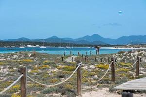 plage de ses illetes à formentera, îles baléares en espagne. photo