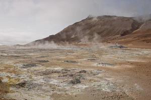 Champ de fumerolles de namaskard à Namafjall, Islande photo