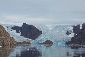 Littoral du passage du prince christian sund au Groenland photo