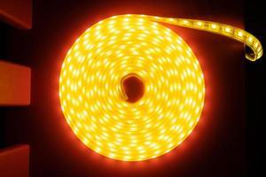 rouleau de ruban décoratif led, vue de dessus de la bande de diodes en bobine photo