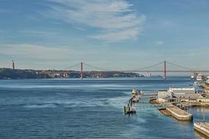 le pont du 25 avril à lisbonne, portugal photo