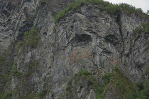 troll face sur une falaise du geirangerfjord, norvège photo