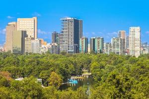 horizon de la ville de mexique et du parc de chapultepec photo