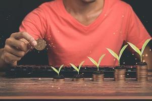 idée d'investissement pièces empilées croissance de l'entreprise illustration 3d photo