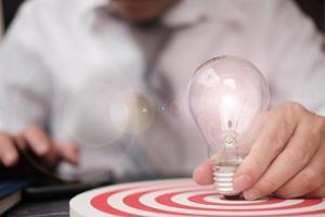 jeu de fléchettes avec concept de croissance cible et d'entreprise, plan d'affaires réussi photo