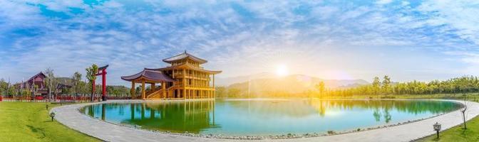 hinoki land est situé dans le district de chai prakan, province de chiang mai, en thaïlande. architecture de style japonais - nouvelle maison d'hinoki photo