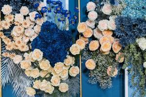 fond de toile de fond de fleur de mariage, fond coloré, rose fraîche, bouquet de fleurs photo