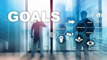 concept graphique de réalisation des objectifs cibles. développement des affaires vers le succès et la croissance croissante. photo