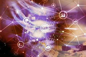 ict - technologies de l'information et des télécommunications et iot - concepts de l'internet des objets. diagrammes avec des icônes sur les arrière-plans de la salle des serveurs photo