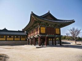 architecture coréenne traditionnelle dans le temple de naksansa, corée du sud photo