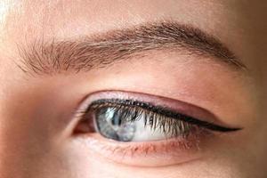 oeil féminin de couleur bleue photo