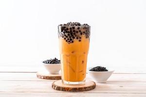 thé au lait thaï avec des bulles photo