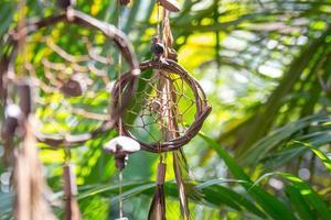 Capteur de rêves sur un arbre à Rio de Janeiro, Brésil photo