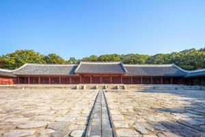 jongmyo, un sanctuaire confucéen à séoul, corée du sud photo