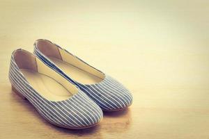 chaussures femme sur bois photo