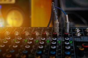 mélangeur audio analogique à la salle de contrôle du son photo