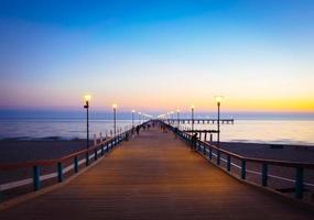 coucher de soleil à palanga beach, lituanie photo
