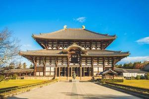 salle du grand bouddha de todaiji à nara au japon photo