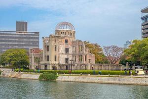 dôme de genbaku du mémorial de la paix d'hiroshima au japon photo